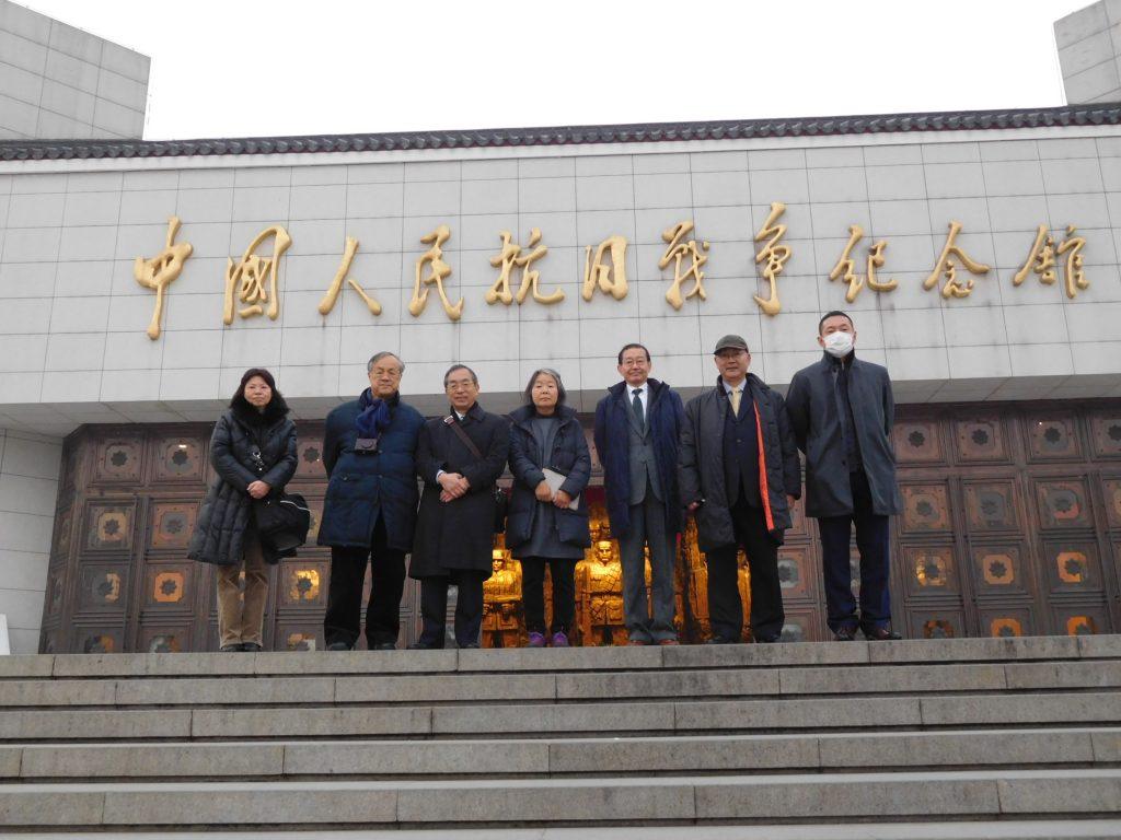 中国人民抗日戦争記念館で団員の記念写真