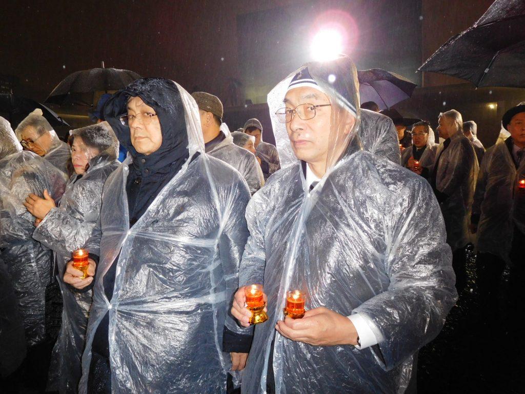雨の中キャンドル祭に参加